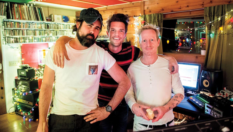 Brandon Flowers dei Killers parla degli scossoni nella band e di un aiuto cruciale da parte di Bono