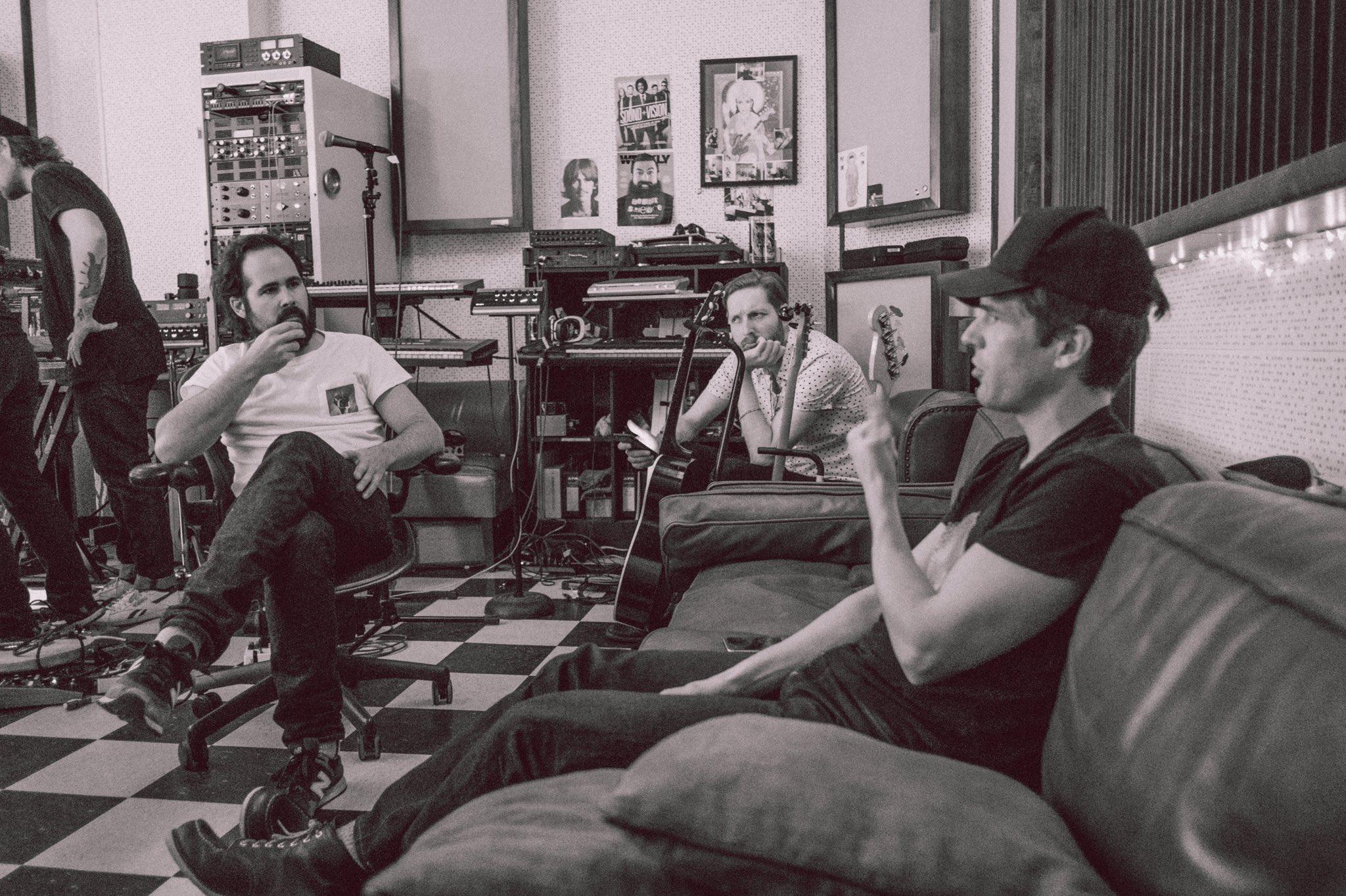 Novità sul quinto album: anche Mark Knopfler aiuta alla chitarra