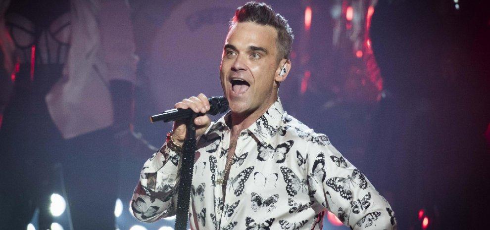 """La band """"regala"""" una canzone a Robbie Williams"""
