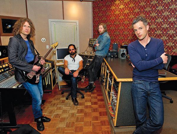 Per la registrazione del quarto album, i Killers intraprendono una strada difficile